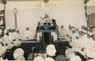 43rd Da'i e Mutlaq Muqaddas Maulaa Saiyedna Yusuf Nooruddin saheb (aq) delivering Wa'az Mubaarak of Moharram ul-Haraam after the old Mosque Masjid-e-Ziyaii was pulled down and the ta'meer of the new mosque began in 1966