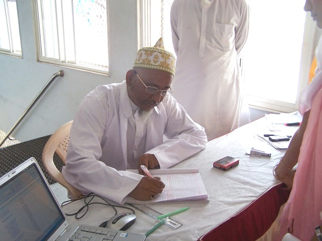 Mazoon ud-Da'wat penning down his honoured feedback