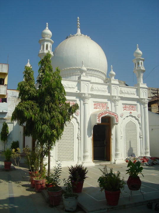 Bustaan-e-Badri : The Markaz of the Madfan of 7 Du'aat ul-Mutlaqeen Alaviyeen