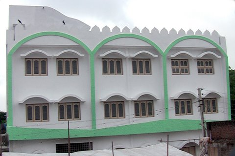 The outer view of Masjid-e-Faatemi