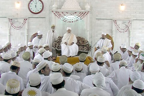 Mehfil-e-pur Noor headed by Huzoor-e-'Aali (tus)
