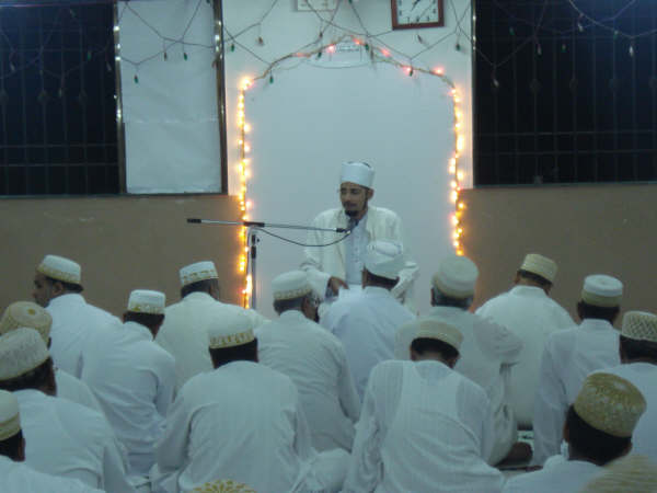 Shahzada saheb doing bayaan of Maulaana Ali (as) at Zenith Hall