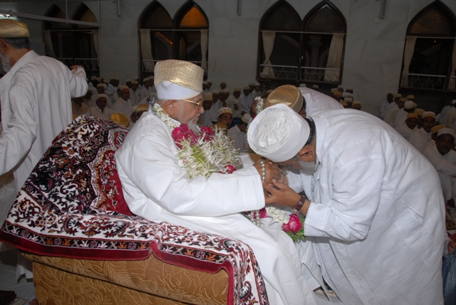 Istiqbaal-e-jameel and qadambosi