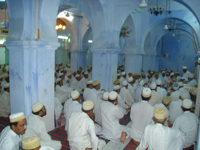 Mumineen at Fakhri Masjid
